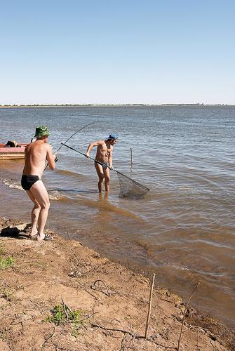 ловля толстолобика видео под водой